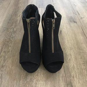 NEW ⭐️ Black Wedges